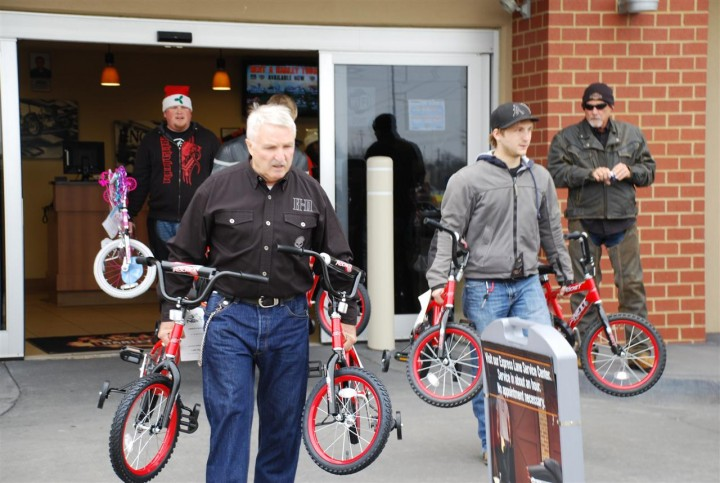 Bikes Toys For Tots Or Bust : Photo gallery pig trail harley davidson dealership